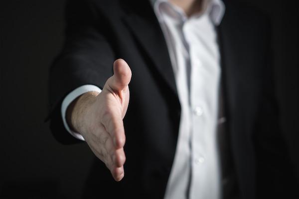 Differenza tra agente e procacciatore: come scegliere il contratto adeguato